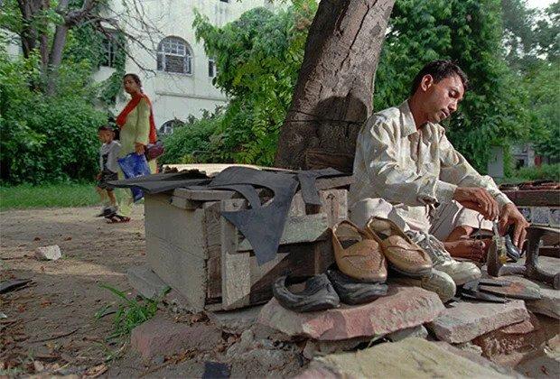 Suva Lal, the shoemaker-Dalit in New-Delhi