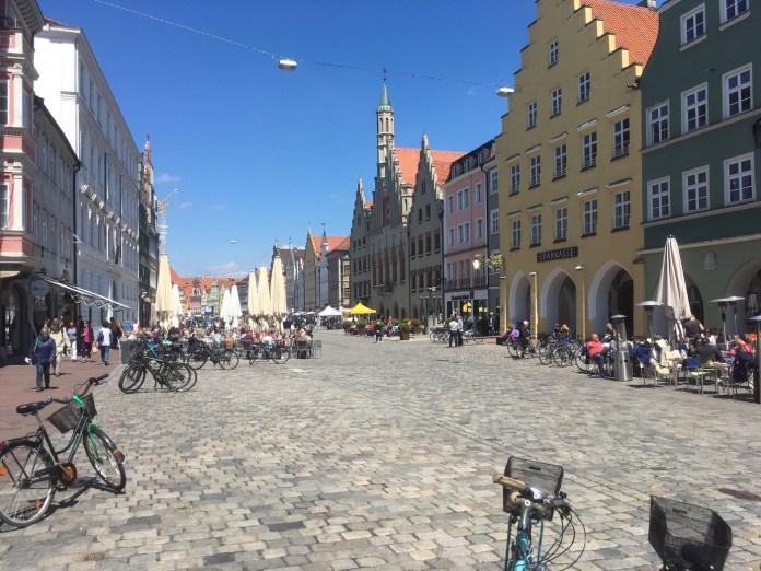 Landshut's pedestrian zone with cafés galore. (Mike Eliason)